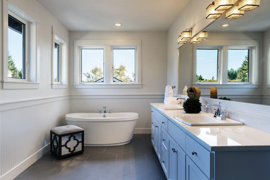 Bathtub and sinks in bathroom